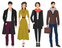 Les jeunes types beaux avec la belle femme de filles modèle dans des vêtements modernes occasionnels de mode de ressort d'automne Image stock