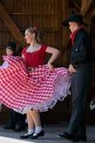 Les jeunesses de la Californie montrent une danse folklorique spécifique 4 Photographie stock libre de droits