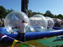 Les jeux d'amusement au famille d'été de forêt de Hainault affichent Images libres de droits