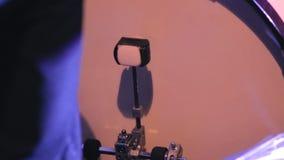 Les jeux de batteur sur l'ensemble de tambour clips vidéos