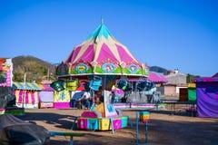Les jeux mécaniques sont protégés dans le festival de mascotte de Jalisco images libres de droits
