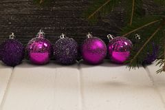 Les jouets d'arbre de Noël ont modifié la tonalité le macro décor de célébration Photographie stock libre de droits