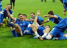 Les joueurs de football heureux célèbrent la qualification à la coupe du monde de la FIFA 2014 Image libre de droits