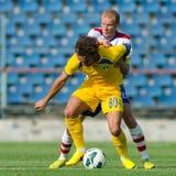 Les joueurs de football inconnus exécute Photo stock