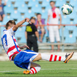 Les joueurs de football inconnus exécute Photos stock
