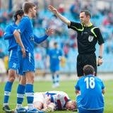 Les joueurs de football inconnus exécute Photos libres de droits