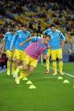 Les joueurs de football ukrainiens s'exercent Photos libres de droits