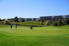 Les joueurs de golf apprécient le terrain de golf de liens de Likya au jour ensoleillé à Antalya image libre de droits
