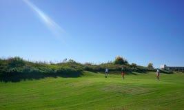 Les joueurs de golf apprécient le terrain de golf de liens de Likya au jour ensoleillé à Antalya photographie stock