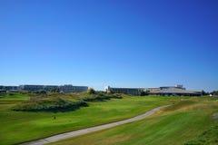 Les joueurs de golf apprécient le terrain de golf de liens de Likya au jour ensoleillé à Antalya photos libres de droits