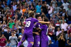 Les joueurs de Real Madrid célèbrent un but à la correspondance de Liga de La entre les CF de RCD Espanyol et de Real Madrid photo libre de droits