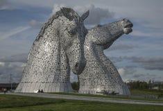Les Kelpies, sculptures tête de cheval, Ecosse, R-U ; jour ensoleillé image libre de droits