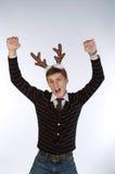 les klaxons de cerfs communs équipent les jeunes s'usants de s Photos stock