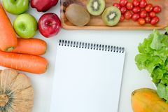 Les légumes savoureux frais de bas produits sains de glucides SUIVENT UN RÉGIME LE PLAN photographie stock