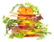 Les légumes serrent avec des parts de tomate et de poivre Image libre de droits