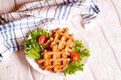 Les légumes waffles d'un plat blanc, vue supérieure image stock
