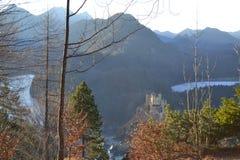 Les lacs de montagne près du château de Hohenschwangau photo libre de droits