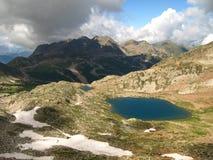 Les lacs rouges earth traînent et abaissent le druo, France Photo stock