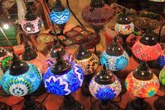 Les lampes arabes à vendre sur un marché calent Photos libres de droits