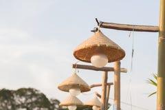 Les lampes sont tissées du bambou Photos stock