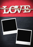Les lettres d'amour ont coupé des cadres de contreplaqué et de photo Photographie stock libre de droits