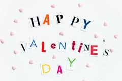 Les lettres de jour heureuses de valentines ont coupé des magazines Image stock