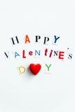 Les lettres de jour heureuses de valentines ont coupé des magazines Photo stock