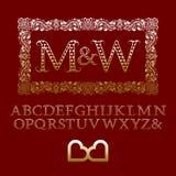 Les lettres modelées de coeurs d'or avec des couples parafent le monogramme Image stock