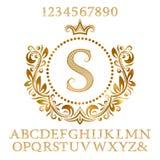 Les lettres modelées et les nombres d'or avec le monogramme initial dans le manteau des bras forment Le kit brillant de police et illustration de vecteur