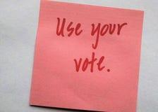 Les lettres rouges manuscrites sur le ` simple de fond emploient votre ` de vote images libres de droits