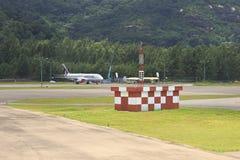 Les lignes aériennes du Qatar surfacent à l'aéroport international des Seychelles sur Mahe Island Photo stock