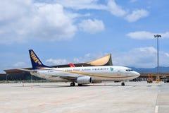 Les lignes aériennes postales Boeing 737-300 de la Chine se sont garées à l'aéroport de Kunming Changshui Images stock