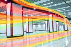 Les lignes de couleur claire brillantes de canal d'intérieur Photos libres de droits