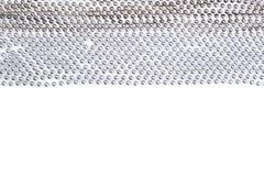 Les lignes de la guirlande de perles d'argent filètent d'isolement sur le backgroun blanc Image stock