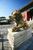 Les lions de bronze de musée de palais Photos libres de droits