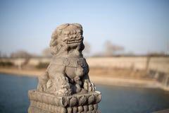 Les lions en pierre sur le pont de Lugou dans le secteur de Fengtai, ville de Pékin Image libre de droits