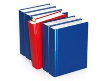 Les livres bleus rament avec un rouge sélectionné avec le repère Photographie stock libre de droits