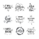 Les logos heureux de jour de mères réglés ont isolé la collection de cartes de voeux de lettrage de vacances Images stock