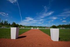 Les loisirs actifs de manière de tapis rouge de club de golf invitent photographie stock libre de droits