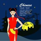 Les longs cheveux de belles femmes avec le Chinois habillent la conception Images libres de droits