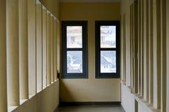 Les longs couloirs, profond, aspects et conception unique de l'architecture part2 image stock