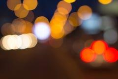 Les lumières brouillées avec le bokeh effectuent le fond, tache floue abstraite photographie stock