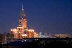 Les lumières d'un édifice haut Image libre de droits