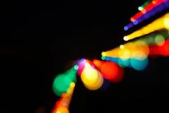 Les lumières de Noël abstraites de fond de bokeh brouillent des couleurs de mouvement Photo libre de droits