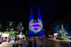 Les lumières de Noël est l'événement annuel par l'éclairage de projection sur l'église de cathédrale du ` s de St Mary nous racon photographie stock