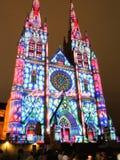 Les lumières de Noël est l'événement annuel par l'éclairage de projection sur l'église de cathédrale du ` s de St Mary nous racon image libre de droits