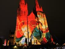 Les lumières de Noël est l'événement annuel par l'éclairage de projection sur l'église de cathédrale du ` s de St Mary nous racon photos libres de droits