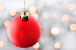 les lumières de Noël ornementent le rouge Photos libres de droits