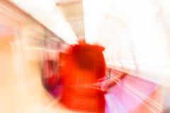 Les lumières de rotation de Psychodelic ont brouillé le fond Photo libre de droits