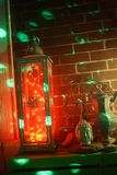 Les lumières des lanternes n LED de décor de Boho délirent le salon de n Photo libre de droits